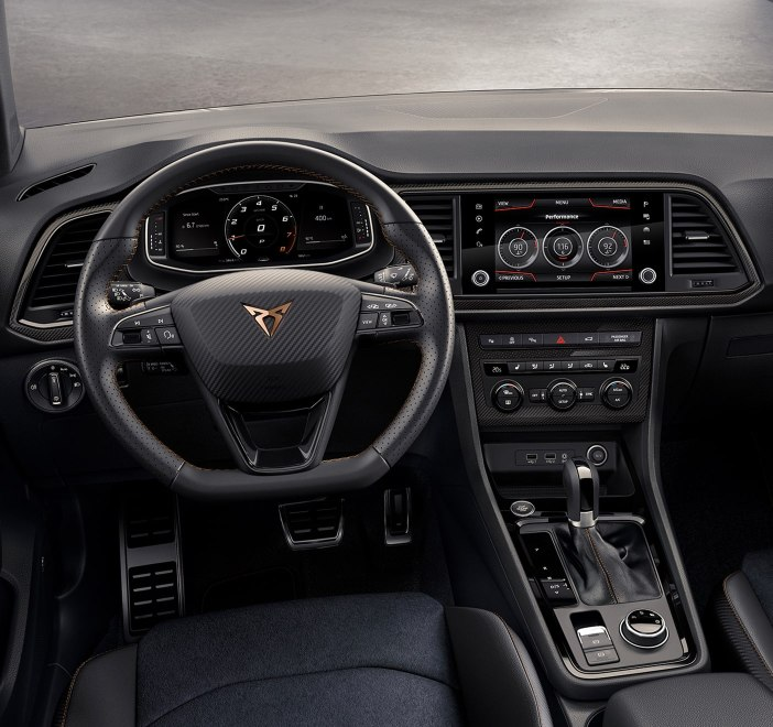 CUPRA Ateca Limited Edition - Steering wheel and dashboard