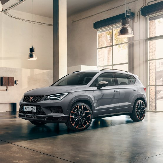 CUPRA Ateca Limited Edition - Side view of the car