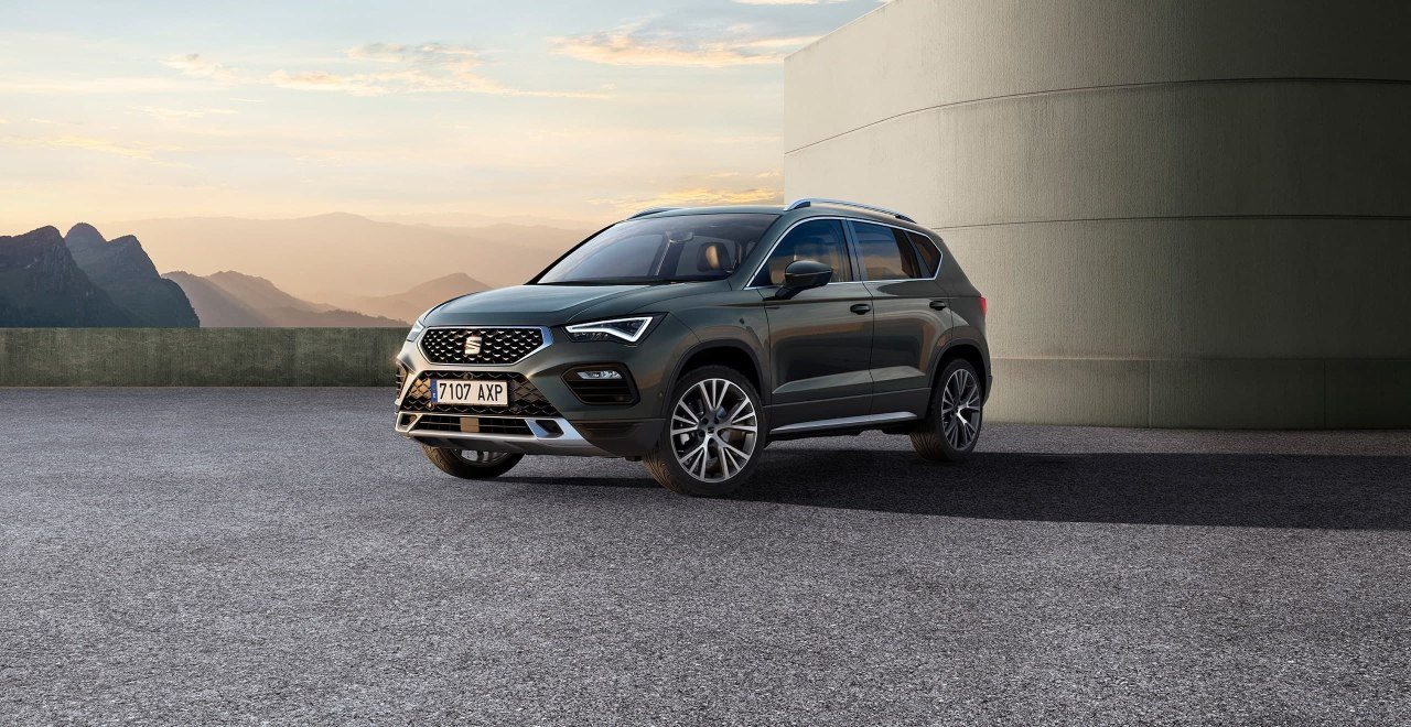 New SEAT Ateca in dark camouflage exterior rear side view with reflex silver accents.