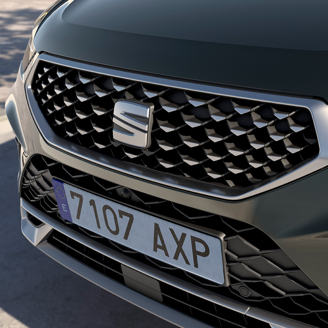 New SEAT Ateca in dark camouflage front view front grille with reflex silver accents.