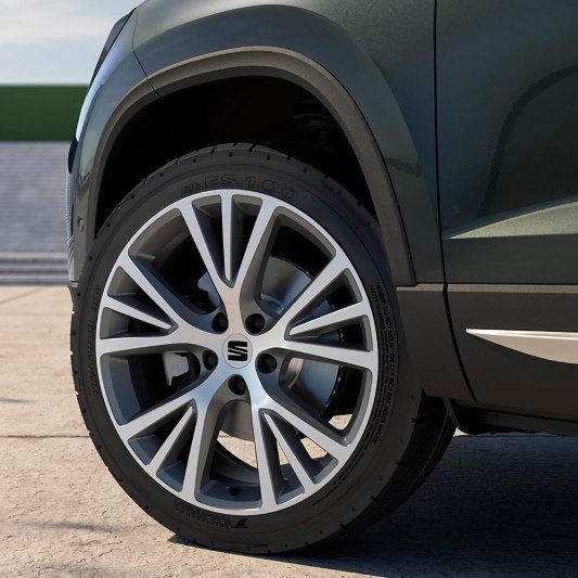 New SEAT Ateca, close view 18-inch machined alloy wheels