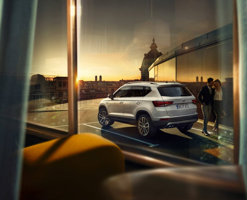 SEAT Ateca - Rear view of the car outside a window