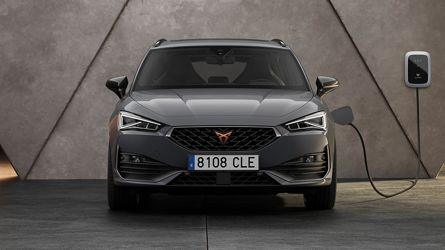 new CUPRA Leon Sportstourer e-HYBRID Family Sports Car in graphene grey front view charging